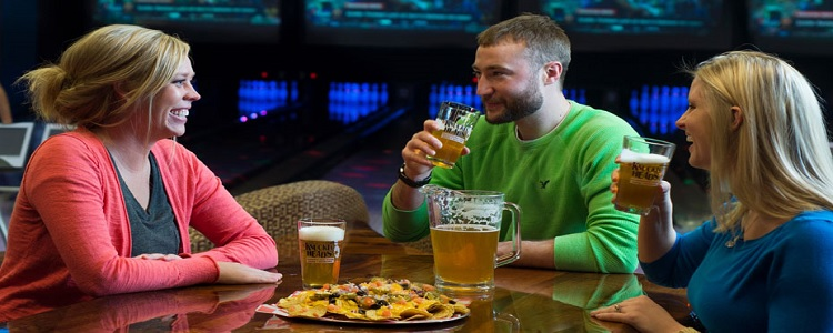 Evening Night Life As Presented By Meadowbrook Resort & Dells Packages In Wisconsin Dells
